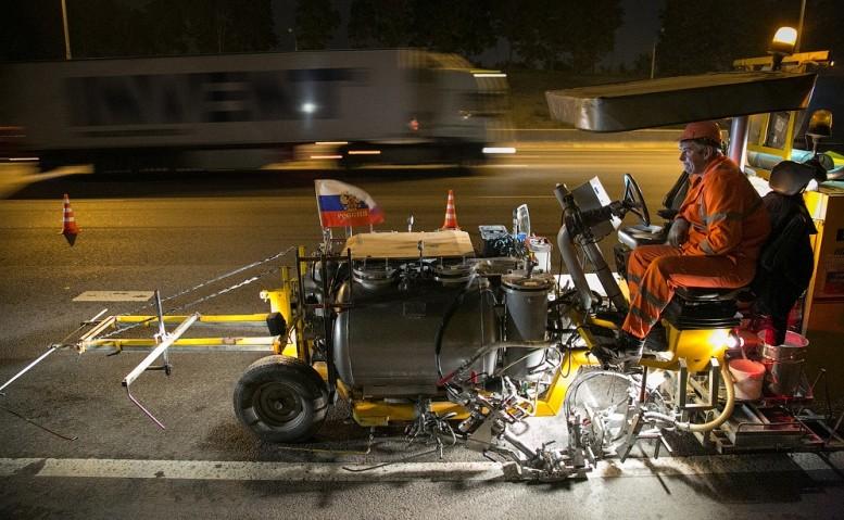 Новые технологии при разметке дороги в Москве
