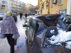 Как поступить, если на авто упали сосульки?