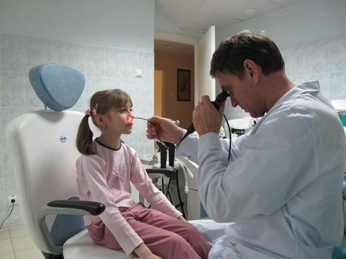 Обследование малышей в многопрофильном медицинском центре
