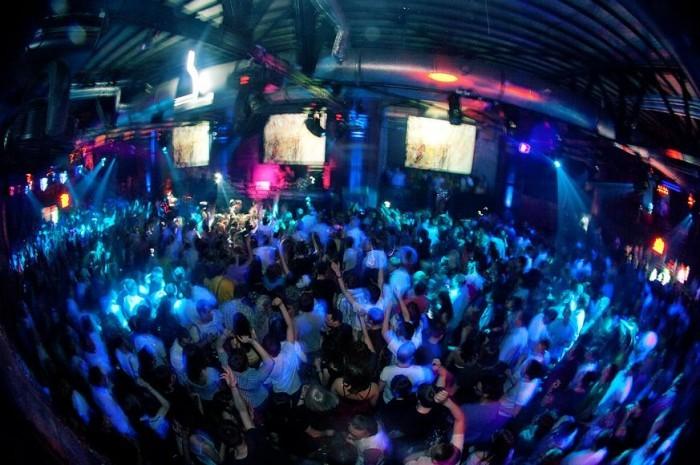 Пять причин, почему необходимо посетить ночной клуб