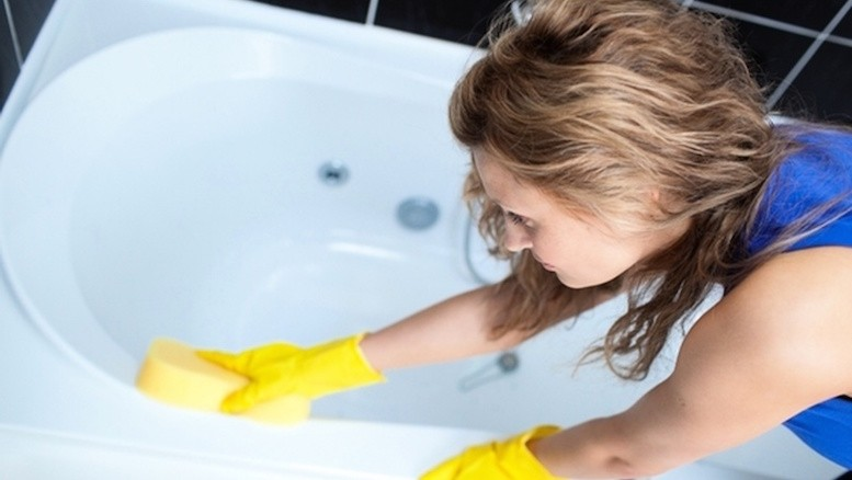 Как избавиться от черной плесени в ванной комнате?