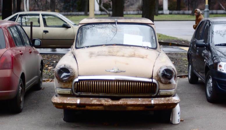 Улицы Москвы освобождают от брошенных автомобилей
