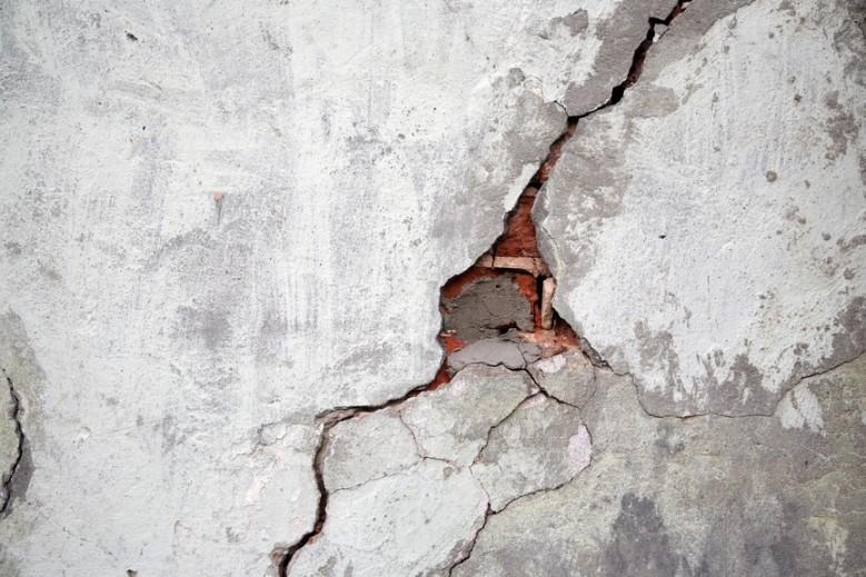 Что делать, если появились трещины в стене