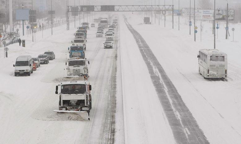 Коммунальные службы активно ликвидируют последствия аномального снегопада