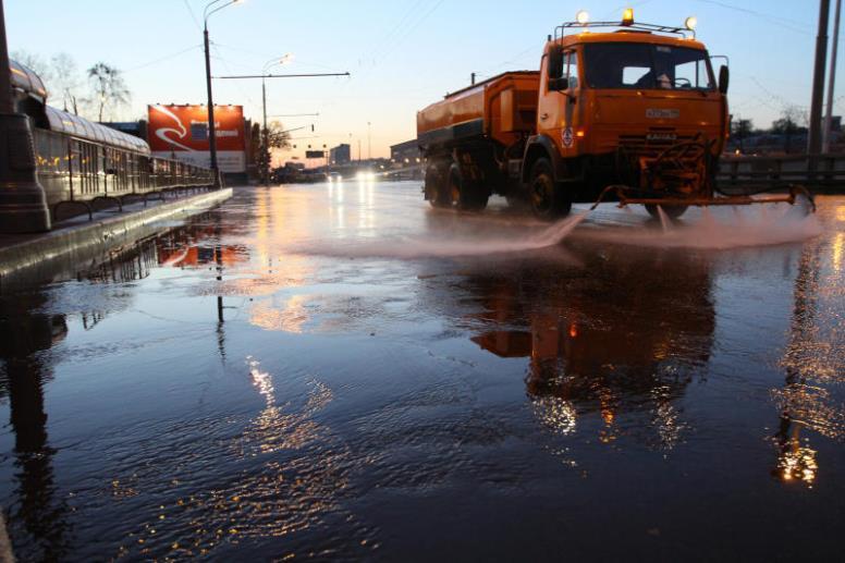 Дороги в Москве несколько раз помоют специальным шампунем перед зимой