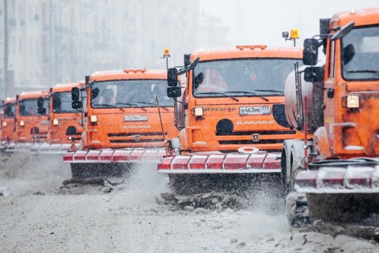 В уборке снега в Москве задействуют 10 тысяч единиц техники