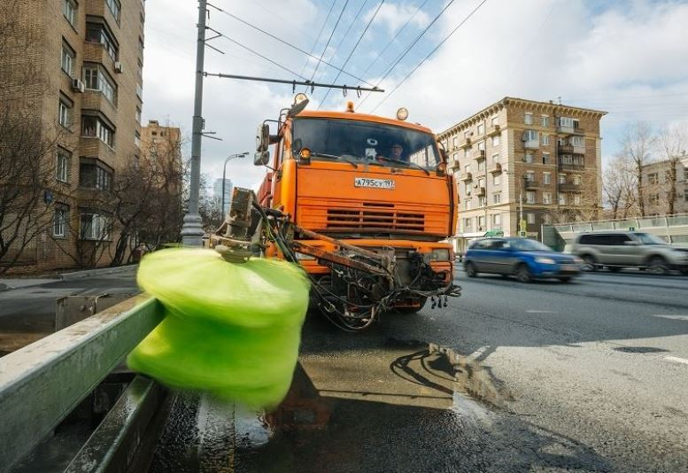 Коммунальные службы приводят столицу в порядок после зимы