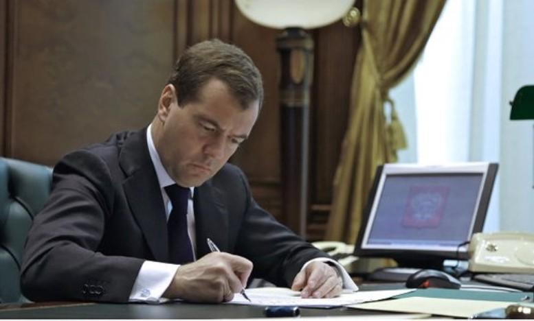 Медведев изменил порядок ценообразования на тепло