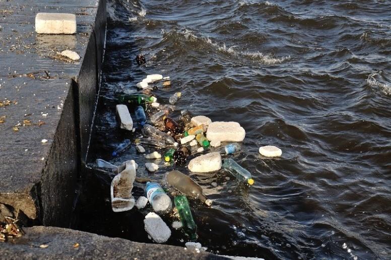 Около 340 тонн мусора собрали на Москве-реке в 2017 году
