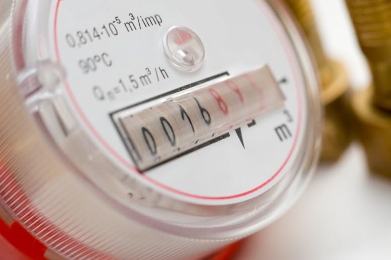 Законодательством установлен приоритет показаний приборов учета над установленными нормативами